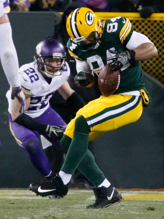 Green Bay Packers' Lance Kendricks drops a pass in front of Minnesota Vikings' Harrison Smith during the second half of an NFL football game Saturday, Dec. 23, 2017, in Green Bay, Wis. (AP Photo/Mike Roemer)
