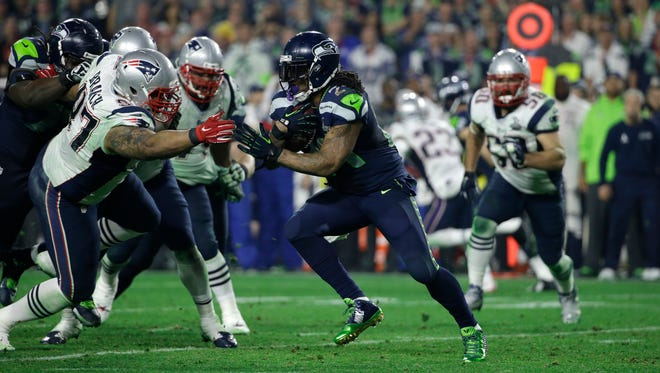 Seattle Seahawks running back Marshawn Lynch (24) runs with the ball during the second half of NFL Super Bowl XLIX football game Sunday, Feb. 1, 2015, in Glendale, Ariz.