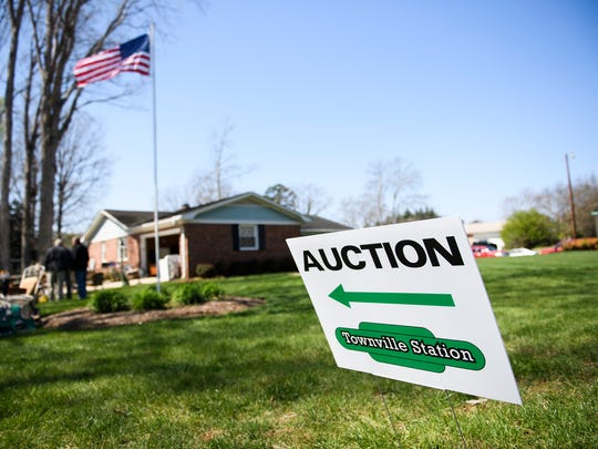 A home at 98 Salado Lane in Mauldin is auctioned off on Thursday, March 21, 2018.