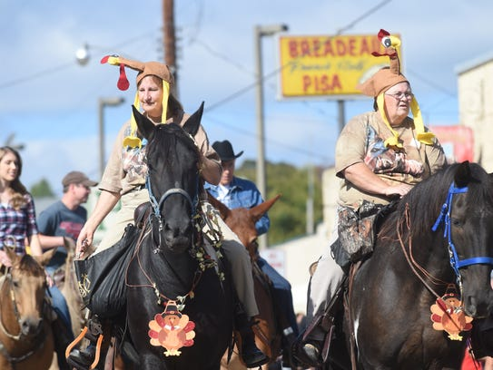 Hundreds of people came to Yellville Saturday, Oct.