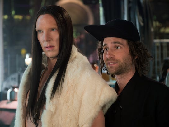 Hipster fashion designer Don Atari (Kyle Mooney, right),