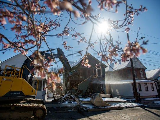 Demolition crews tear down 102 Liberty St. in Binghamton