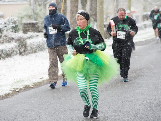 Runners brave the snow and cold for a great cause during
