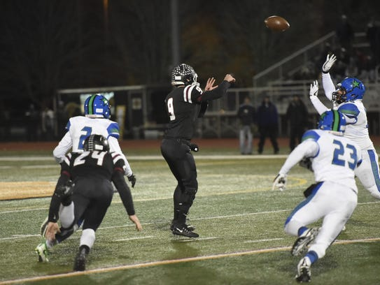 Elmira quarterback Zack Middaugh flips a screen pass
