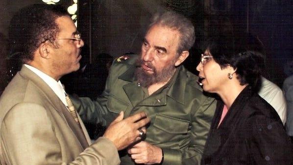 Fidel Castro with DeWayne Wickham.