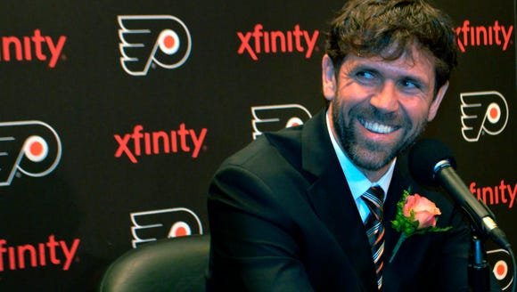 Eric Desjardins is the 23rd member of the Flyers' Hall