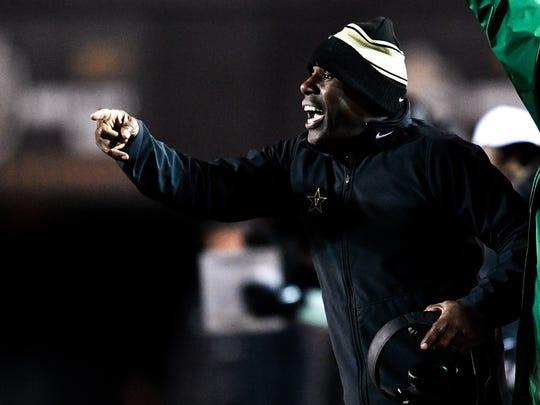 Vanderbilt head coach Derek Mason yells to his team during the second half against Missouri at Vanderbilt Stadium in Nashville, Tenn., Saturday, Nov. 18, 2017.