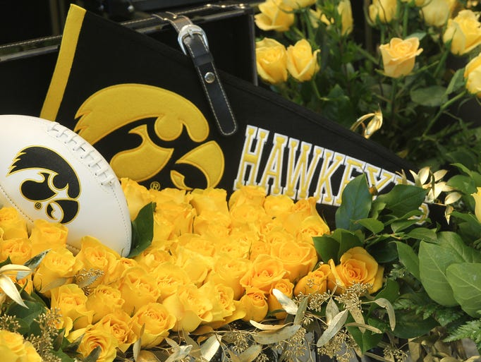 The 4,300 yellow roses were delivered by Hy-Vee as