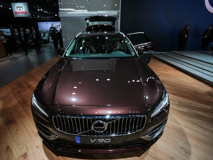 The 2018 Volvo V90 on display at the 2017 North American