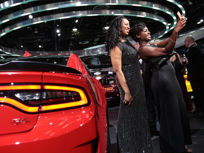 Photos detroit auto show charity preview cars and fashion for How to buy a car from charity motors
