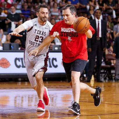 Jimmy Kimmel, Ted Cruz display lack of basketball skills at Blobfish Classic