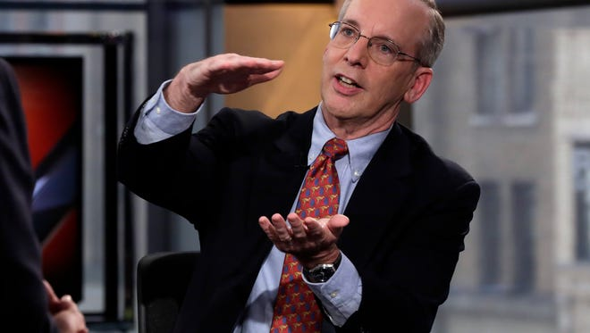 New York Federal Reserve President William Dudley says falling oil prices should boost consumer spending.