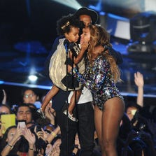 INGLEWOOD, CA - AUGUST 24:  Jay-Z, Beyonce and Blue Ivy Carter onstage at the 2014 MTV Video Music Awards at The Forum on August 24, 2014 in Inglewood, California.  (Photo by Jason LaVeris/FilmMagic) ORG XMIT: 507422511 ORIG FILE ID: 454111906