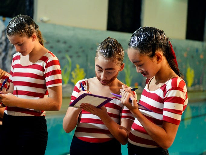 YWCA York Synchro-ettes Zoe Schneider, 10, center,
