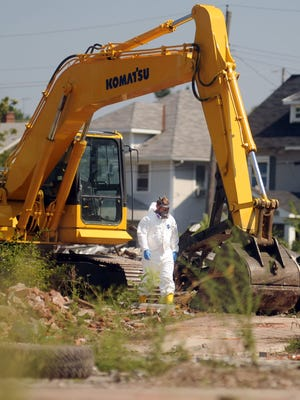 Contractors for the U.S. Environmental Protection Agency started cleanup of the demolition site at Joseph and Leader streets this week. The EPA hopes to have the site cleaned up by Thanksgiving.