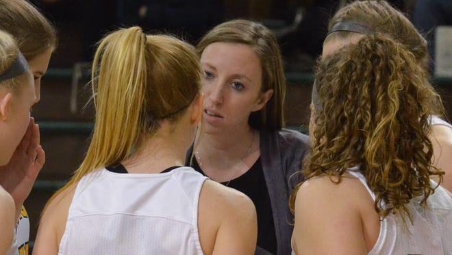 Former Zeeland East basketball coach Julie Henderson Potts has been hired as  a Hope College assistant coach.