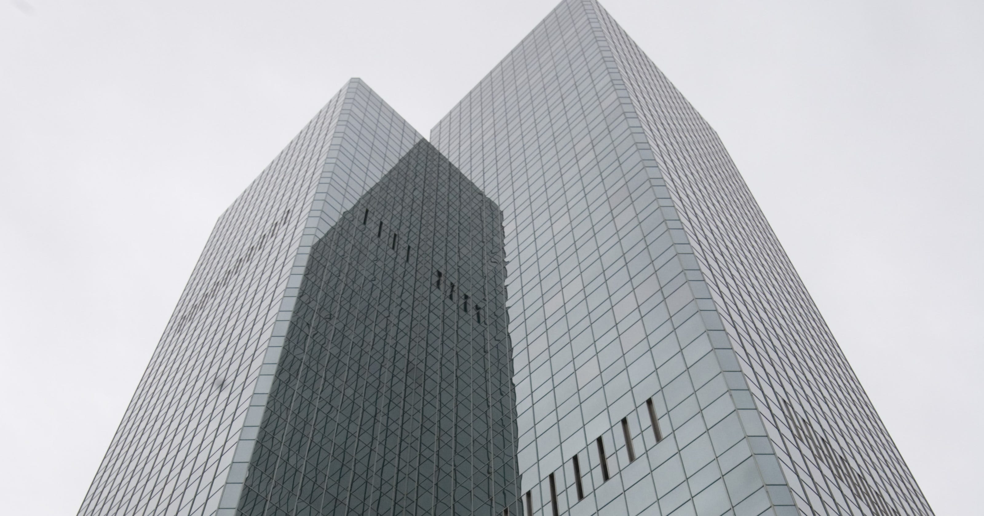 chase tower sells in foreclosure deal for 79 million