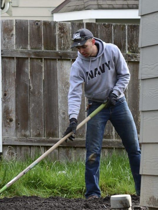 Nimitz sailors lend a hand