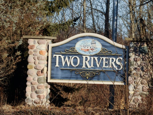 635826786133939250-Two-Rivers-welcome-sign