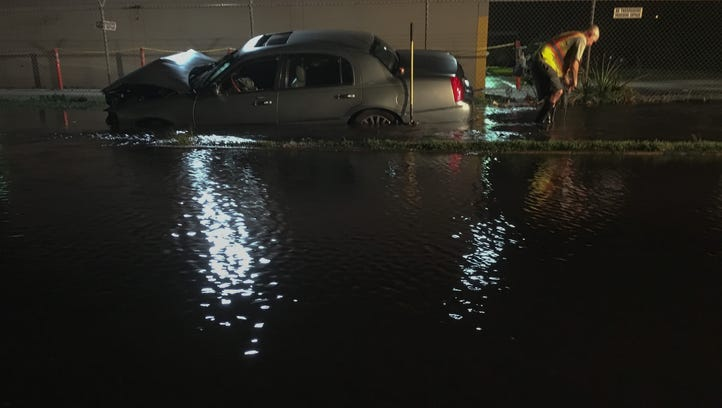Accident forces flooded streets at Lake Washington, US 1