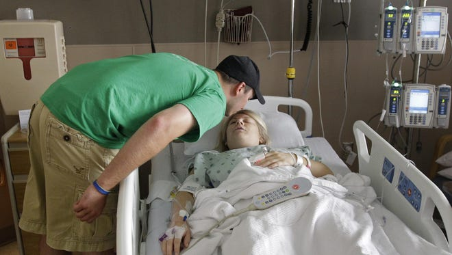 Will Block kisses his wife Nyke Block in a recovery room following her kidney transplant at Froedtert & the Medical College of Wisconsin on Wednesday, August 19, 2015, in Milwaukee, Wis. Wm.Glasheen/Post-Crescent Media