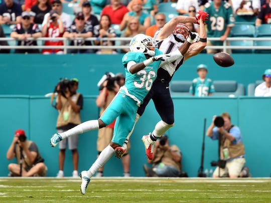 Jan 1, 2017; Miami Gardens, FL, USA; Patriots receiver