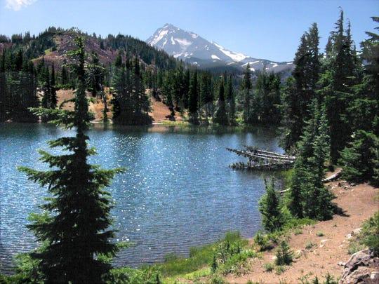 MatthieuLakes - South Matthieu Lake view of North Sister