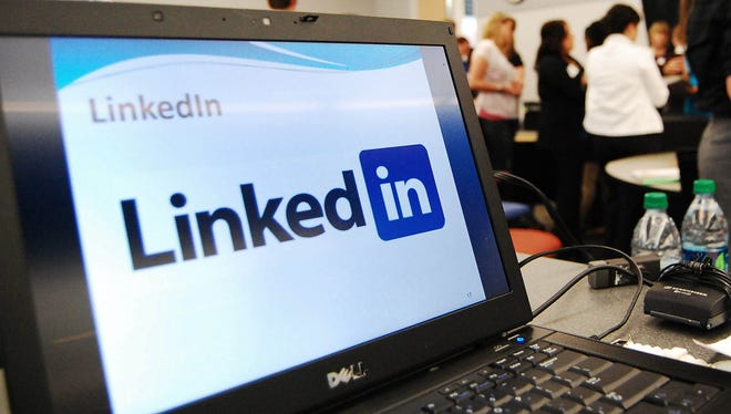 A computer shows a LinkedIn graphic at a social media workshop in Minneapolis.
