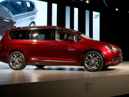 2017 chrysler pacifica minivan is a 39 monumental leap 39 forward. Black Bedroom Furniture Sets. Home Design Ideas