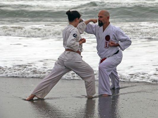 635914095961612251-karatebeachworkout12.jpg