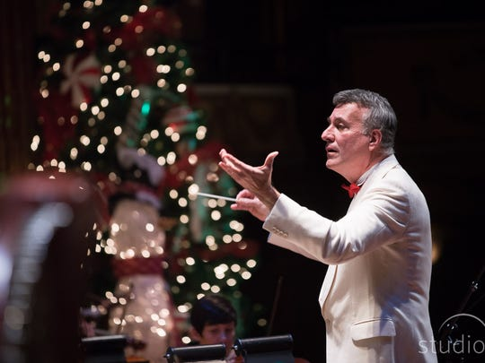 Alfred Savia conducting the Peppermint Pops concert.