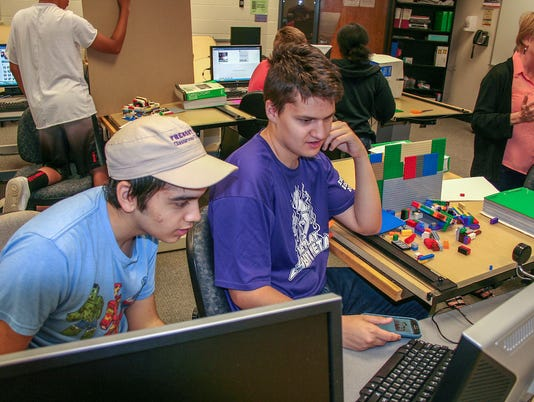 Fremont-City-School-students-work-on-their-3D-animation-project.jpg