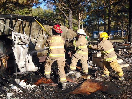 635513034171320009-mobile-home-fire