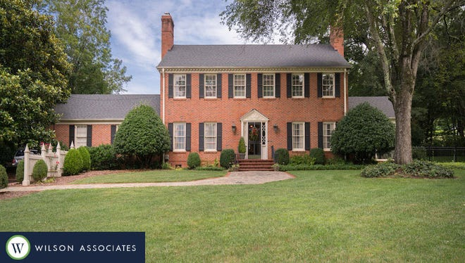 250 Foot Hills Road. Luxury Living photo provided by Blair Miller, Realtor Associate, Wilson Associates Real Estate. Contact information: blair@WilsonAssociates.net Mobile: 864.430.7708. http://www.wilsonassociates.net/