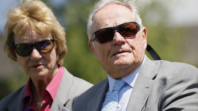 Jack Nicklaus sits beside his wife, Barbara, at the 2018 Memorial Tournament.