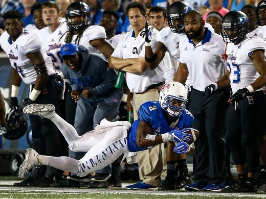 University of Memphis receiver Anthony Miller grabs