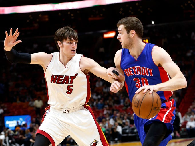 Detroit Pistons forward Jon Leuer (30) drives to the