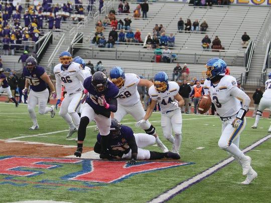 WIU's Pete Swenson chases SDSU quarterback Taryn Christion