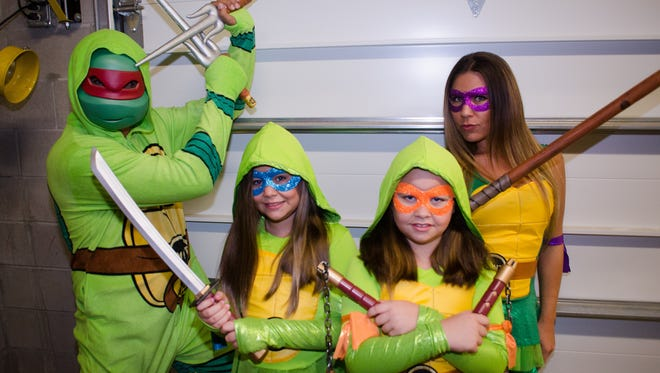 Halloween Costume Fashion Show at Spirit Halloween. The Helpman/Cascaes family as the Teenage Mutant Ninja Turtles.