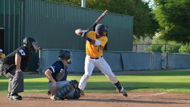 Bill Wood Photography LSUS senior Alex Montero (No. 25) has a 32-game hit streak. Montero, a native of Puerto Rico and graduate of Byrd High School, won an NAIA Gold Glove playing at third base a year ago. LSUS senior Alex Montero has a 31-game hit streak.
