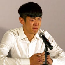 Kai Ko cries during a press conference held after his release from detention in Beijing Friday, Aug. 29, 2014.