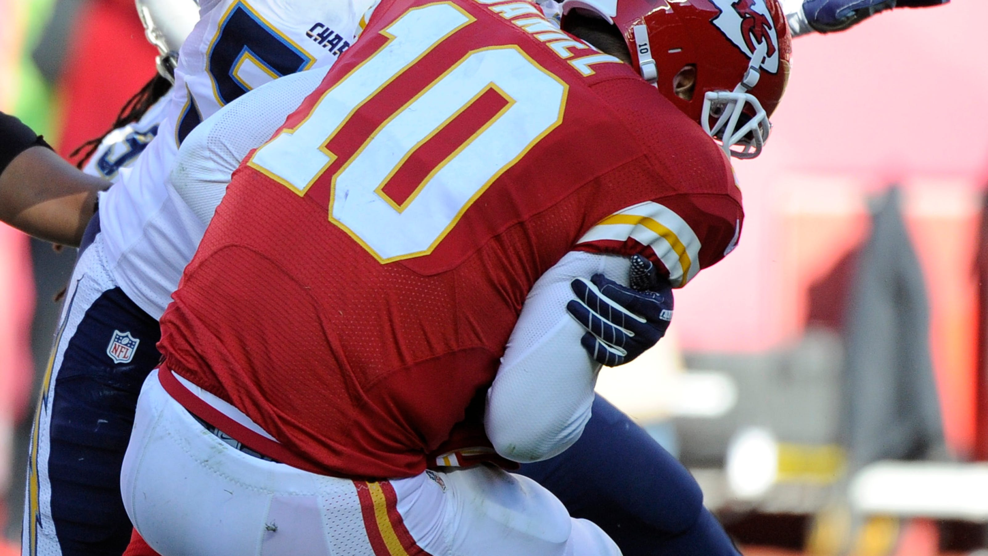 Chargers Miss Playoffs With 19 7 Loss To Chiefs