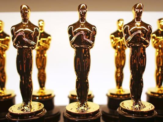 636555846826441382-Oscar-statues-Getty-Images.jpg