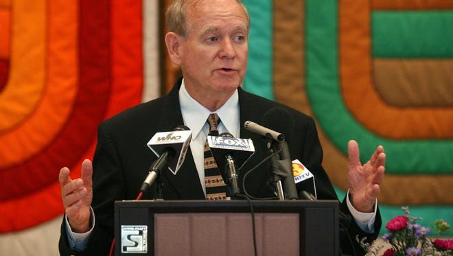 Former Iowa Gov. Robert Ray speaks during a celebration of World Refugee Day in 2003.