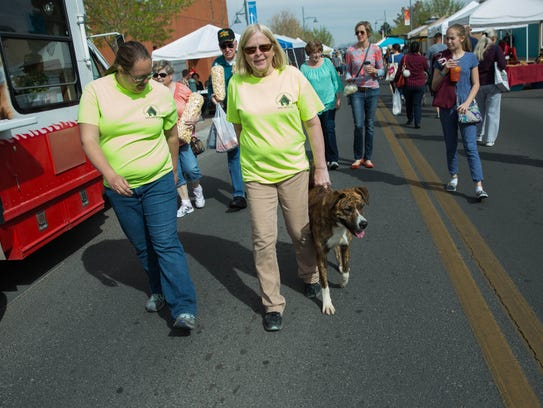 Leighandra Keeven,left, and Ann Lawrence, volunteers
