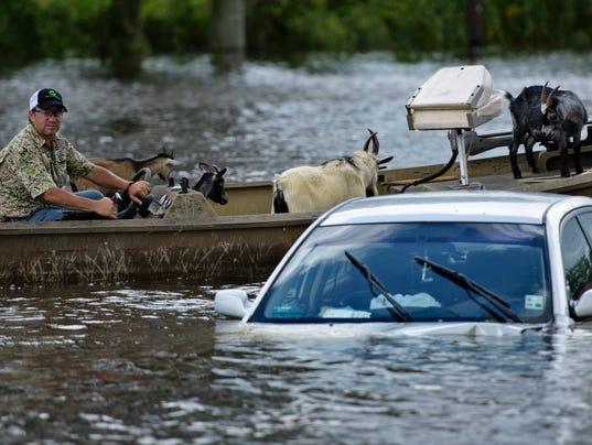 Louisiana flood victims desperate for volunteers, money