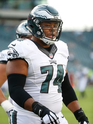 Eagles offensive lineman Malcolm Bunche warms up before preseason action at Lincoln Financial Field Thursday.