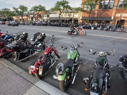 Motorcycle helmets and fatalities