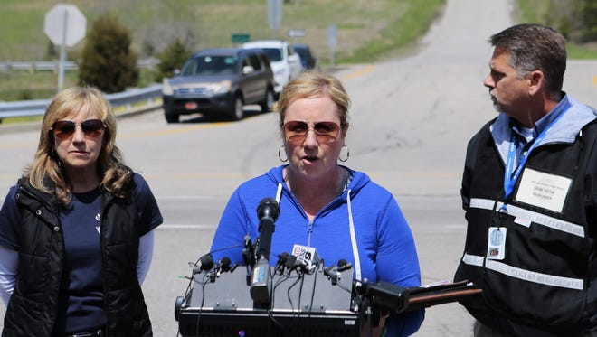 Kimberly Newman, a member of the Ohio crisis response team, thanks law enforcement for their work and the public for its prayers Saturday afternoon in Pike County.