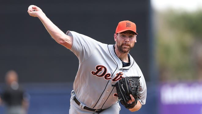 Mike Pelfrey warms up prior to the start of Wednesday's game in Tampa against the Yankees.